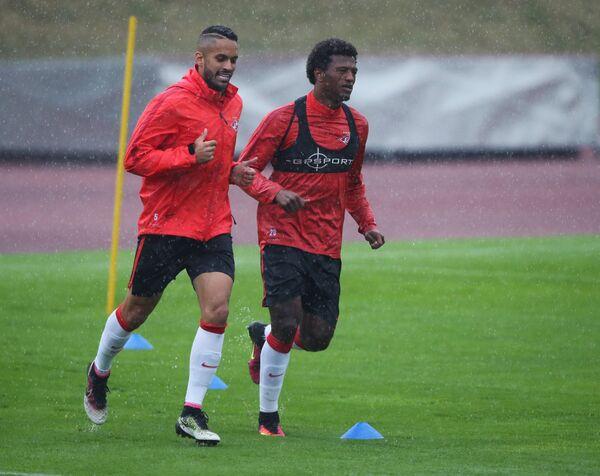 Футболисты Спартака Ромуло (слева) и Зе Луиш